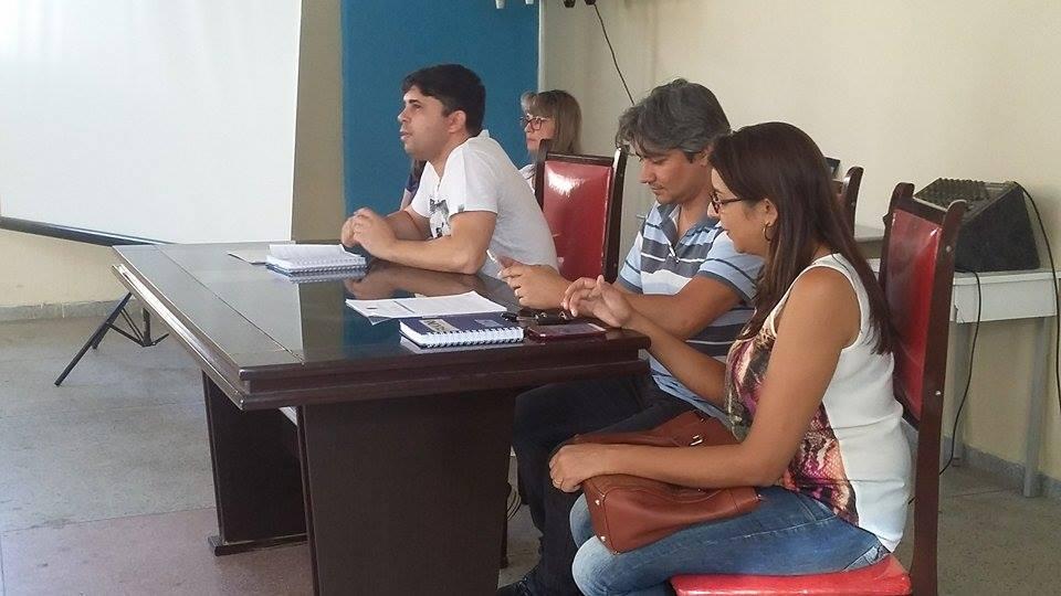 SECRETÁRIO DE SAÚDE FAZ REUNIÃO COM AUXILIARES, ENFERMEIROS, AGENTES E MÉDICOS PRESENTE.