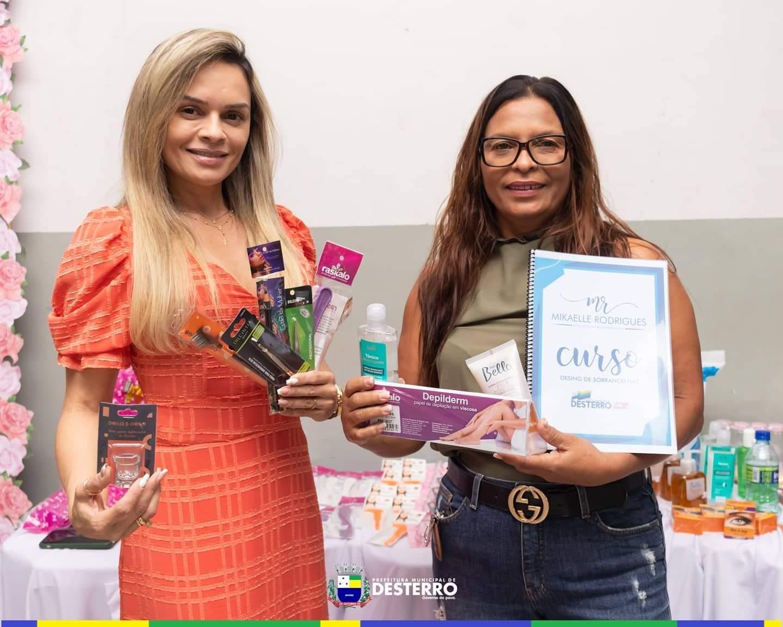 Prefeitura de Desterro promove curso de designer de sobrancelhas